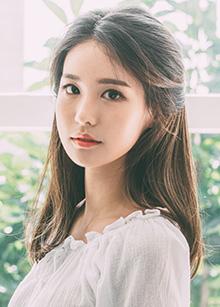 """Hidden Line Half Wig <br> <b>Sophia</b> <br> <span class=""""detail_list"""">Superior Yarn / Royal Fuchura Yarn</span> <br> 38,000 won / 48,000 won"""